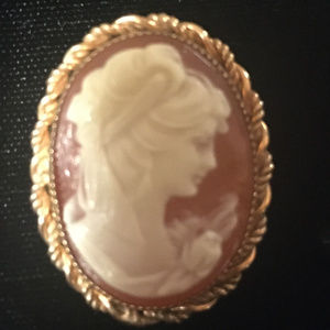 Vintage Oval Shell Cameo Brooche
